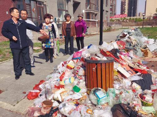 小区物业收钱失踪 垃圾遍地电线到处垂落(图)