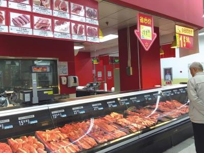 沃尔玛宣武门店没有任何补贴肉的标识。