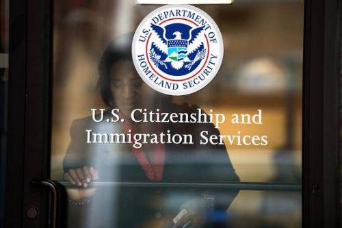 美国移民局。(美国《侨报》资料图)