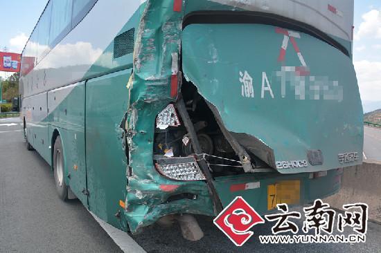 肇事大客车带伤载客冲500多公里 吓呆交警(图)