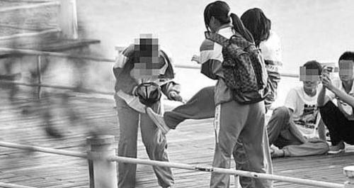 网帖曝光的三亚校园暴力事件。(资料片)