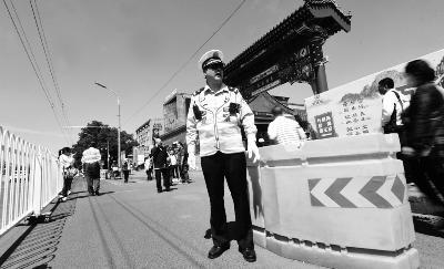北京南锣鼓巷南入口一分为三 缓解旅游高峰拥堵