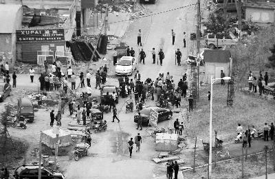 拆迁户杀3人被警方击毙 警察开枪误伤路人为谣言