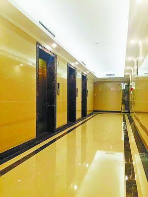 """业主众筹3.5万 将老旧小区电梯改出""""星级酒店范"""""""