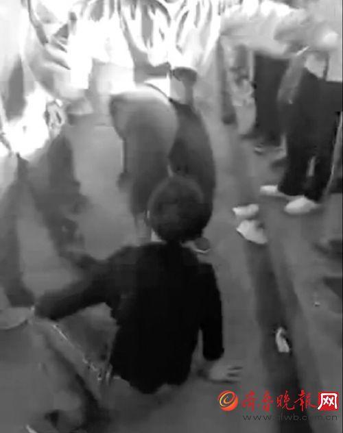 山东日照一中学校园暴力视频曝光 校长被处分