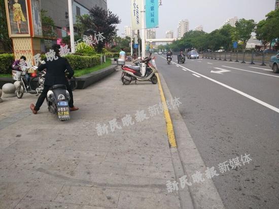 上海万达附近发生持刀砍人事件 现场大片血迹(图)