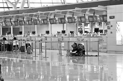 浦东机场一男子引爆自制爆炸物