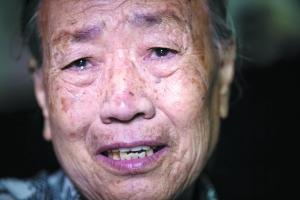 两姐妹离散73年后终团聚 欲找回失散三妹