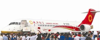 国产ARJ21客机首航成功 乘客:体验感觉很好