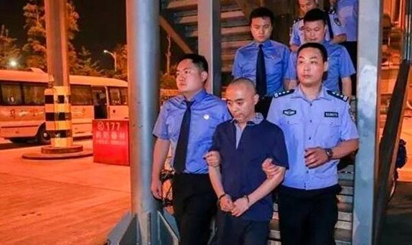 Chengdu clerk corruption 1.18 million fled 11 years to start a company in Guiyang hundred million assets