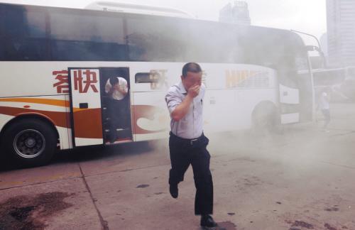 消防安全培训:乘客42秒如何逃离起火大车(图)