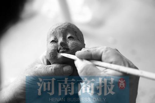 """嵩山""""泥人刘""""的传承人 一把竹刀一块木板把泥巴捏活了"""