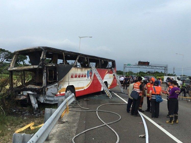 台湾一旅游车发作火烧车事变,已致26人殒命