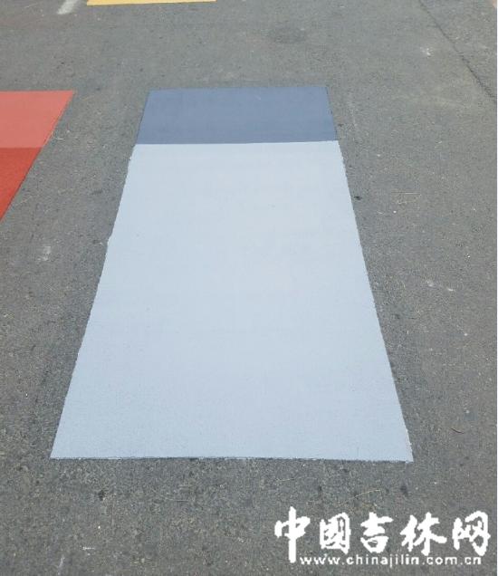 """长春市区马路画""""彩妆"""""""
