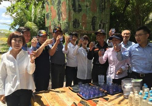 """台湾""""立委""""渔民登太平岛行动引发外媒关"""