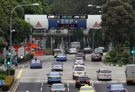 """中国城市""""车之困""""买车难 堵车烦 停车险 开车乱"""
