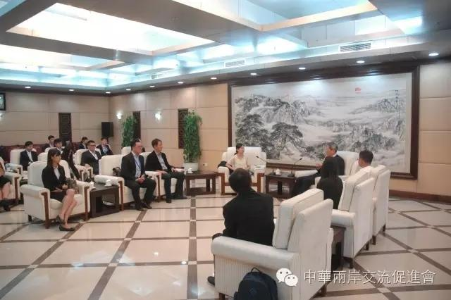 国台办主任张志军与台湾青年停止座谈、交换
