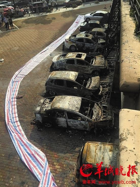 小车被烧得只剩车架