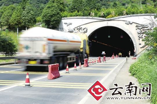 """阳宗隧道 如同昆石高速公路上的一个""""痛点"""""""
