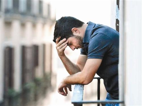 研究显示,男性移民往往比女性移民更容易遭遇精神问题的困扰。(加拿大《世界日报》)