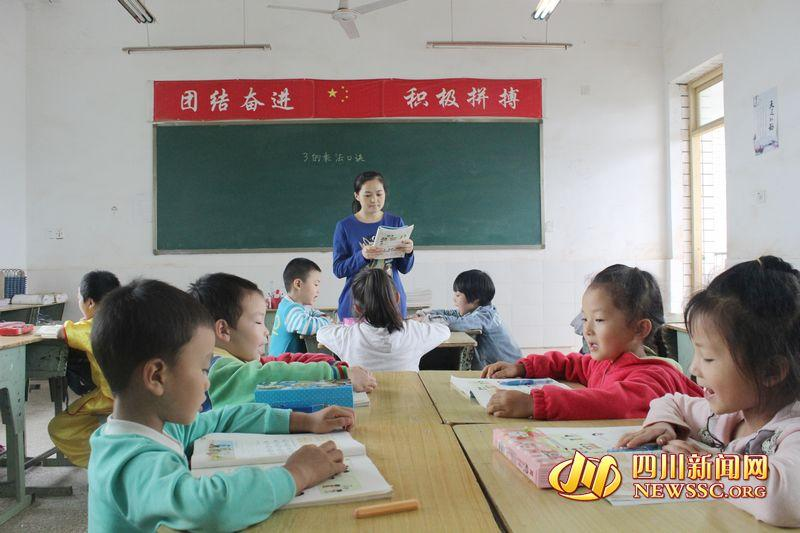 李小兰在上课