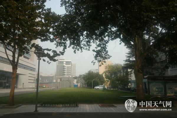 华北等地雾霾加重 北方局降温达10℃