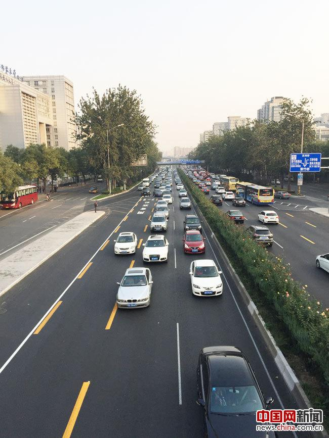 Beijing sanhuan road bus lanes open Morning rush congestion to 7 a.m. in advance