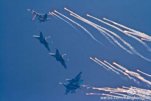 """""""飞行表演队的两架su-27战斗机在莫斯科州茹科夫斯基市进行演练时相撞"""