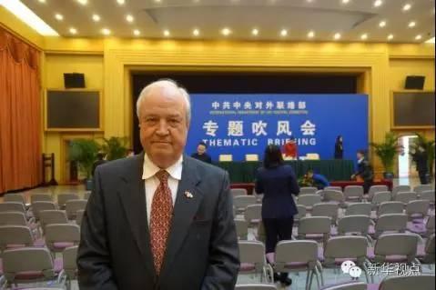 他说,六中全会意义重大,全面从严治党不仅将筑牢中国共产党的根基,顺利实现中国的改革发展目标,还有助于中国更好地融入国际社会,在推动全球治理上发挥更有力的作用。
