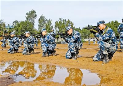 部队蹲姿_求助部队新兵训练的项目及项目示范要领-