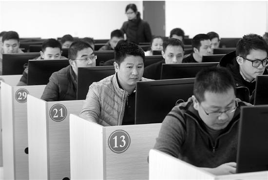 杭州首场网约车司机从业资格考试开考 司机普遍感觉有难度