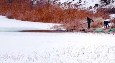 沈阳冰面玩耍暗藏危险 消防接到多起坠冰报警(图)
