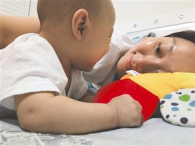母爱如山:7月大婴儿肝硬化 27岁妈妈割肝救子(图)
