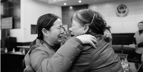 父母苦寻26年终找回女儿 38岁的她如今已成外婆