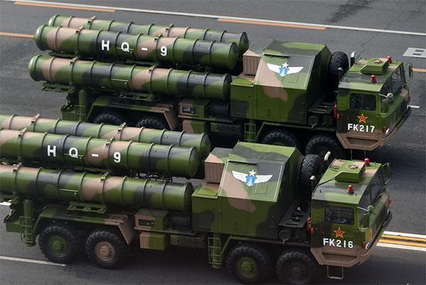 资料图:9·3阅兵现场的的红旗-9防空导弹