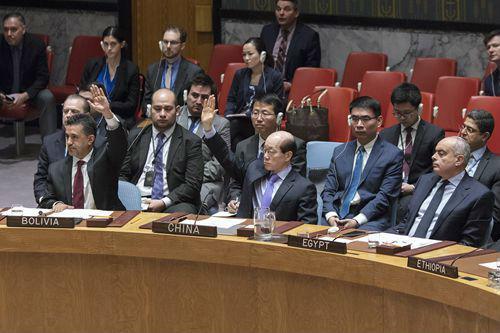 中国大使投否决票遭英美围攻 现场脱稿霸气怼回