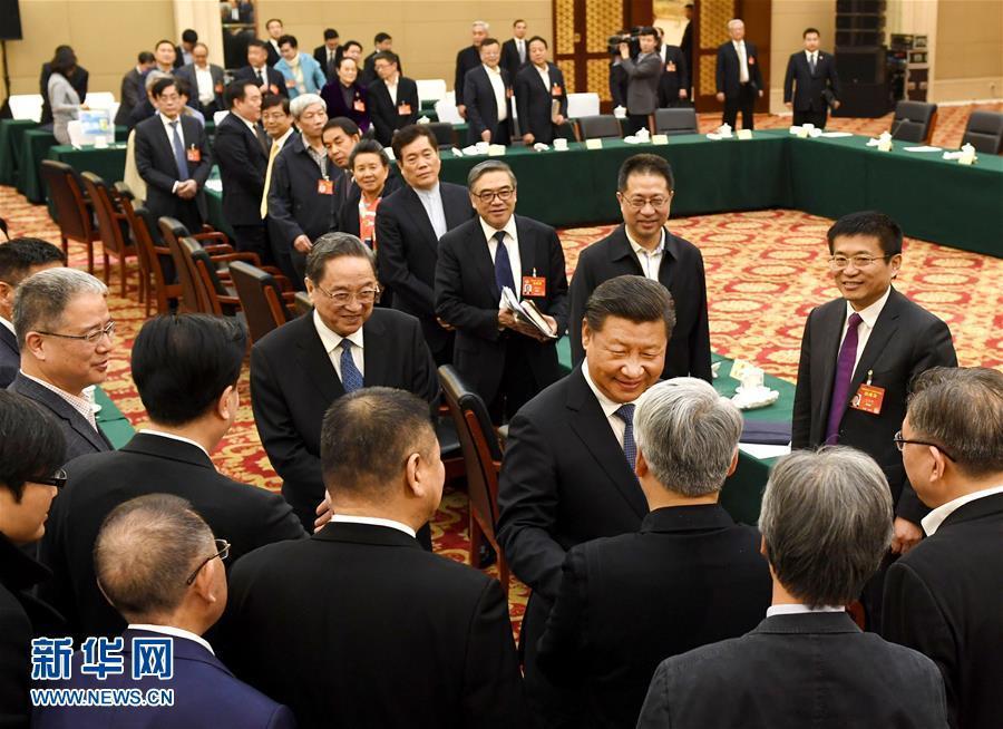(两会?XHDW)(2)习近平看望参加政协会议的民进农工党九三学社委员