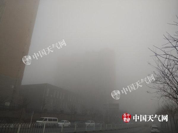 今晨北京多条高速部分路段因雾封闭 明天风起转晴
