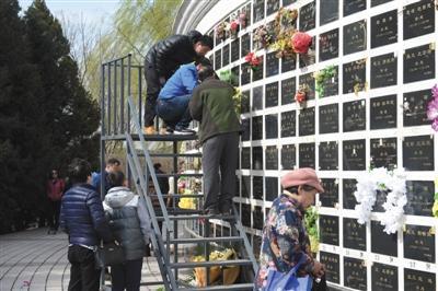 北京迎首个祭扫高峰 今年城乡丧葬补贴维持5000元