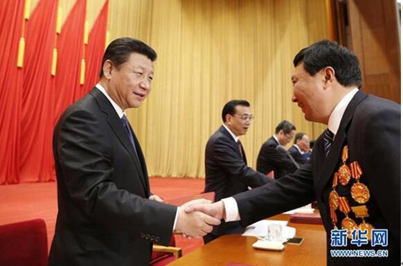 """习近平号召""""以劳动为荣"""":激励劳动者,托举中国梦"""