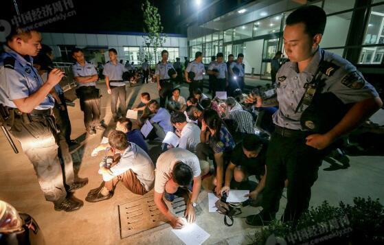 p49-3一些传销窝点选择在燕郊落脚。仅 2016 年 8 月 10 日警方和工商的联合行动,就一举捣毁多个传销窝点,控制传销人员上千人。