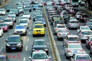 """深圳出租车实施新运价 """"红的""""""""绿的""""统一收费"""