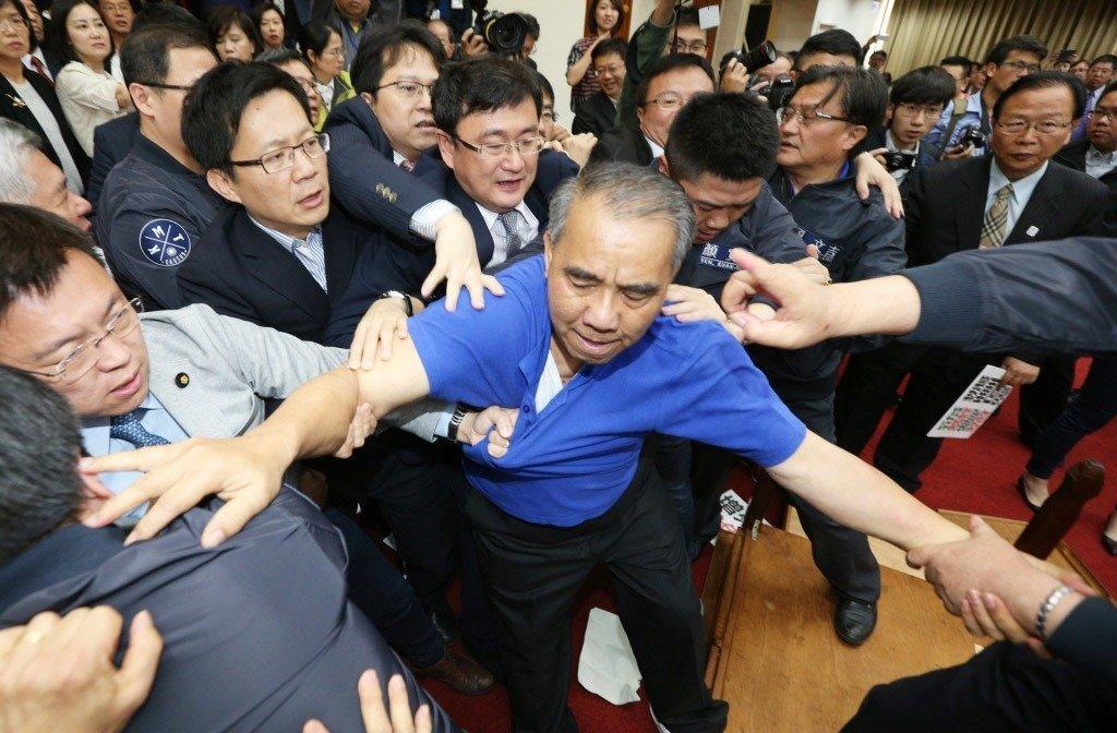 国民党民代为杯葛前瞻计划拟放大招:集体下跪