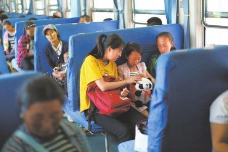 大凉山最后的慢火车:47年线路依旧 22年票价未涨