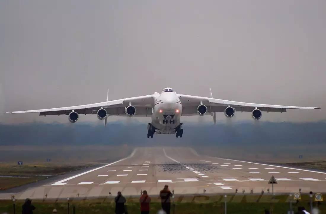 中国要引进世界最大货运飞机安-225?