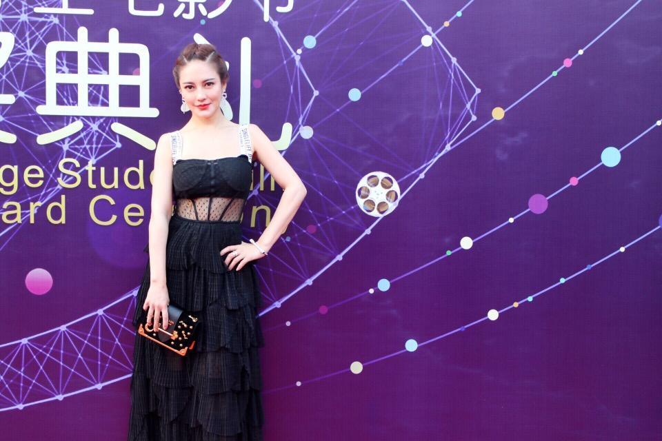 樊蕊亮相北京大学生电影节 高调表示想拍打戏