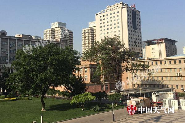 端午假期首日北京气温高达36℃ 后期冷空气救场