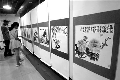 """重庆11岁女孩办国画展""""绘画是我的游戏厅""""(图)"""