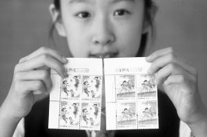 """儿童节献礼:18名小学生少年邮局""""上班""""忙(图)"""