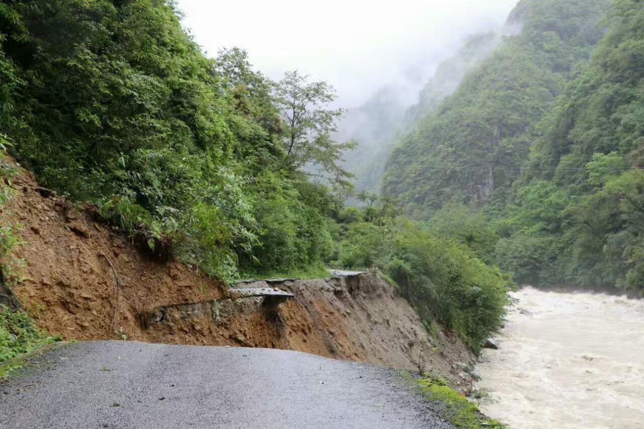 暴雨致云南独龙江水位上涨部分道路被毁农田被淹